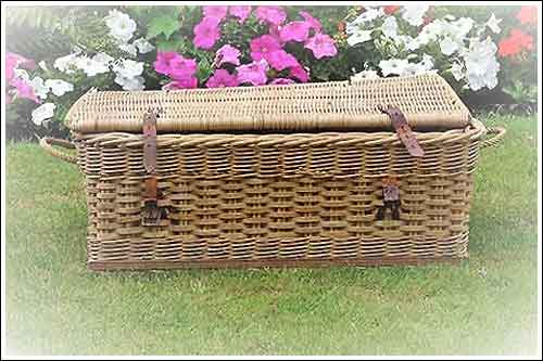 Antique-Picnic-hamper-for-hire-Vintage-China-Hire-Napier