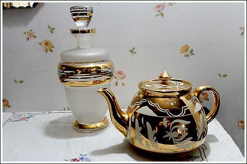 Golden-teapot-&-Decantor-party-high-tea-hire-Napier-New-Zealand
