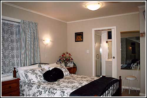 Nest-Haven-Bed-and-Breakfast-Taradale-NZ-accommodation,-Queen-Room-with-en-suite.
